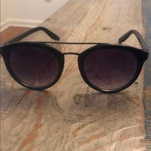 Jessica Simpson sunglasses black /silver hardware